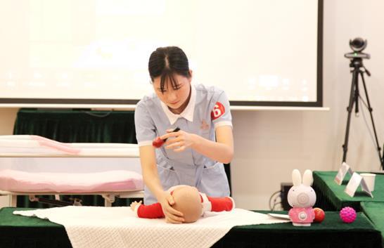 宝宝护理过程展现